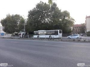 Голям клон се стовари върху автобус, пълен с пътници, в центъра на Пловдив