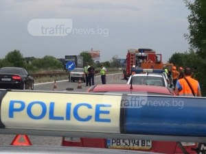 Мотор се заби в бус на магистралата край Пловдив, рокерът е откаран в болница