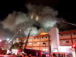 Най-малко четири жертви при пожар в завод в Истанбул