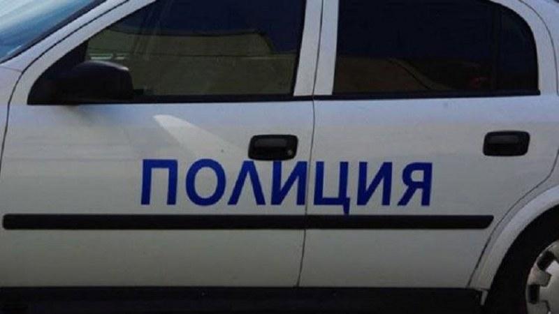 Чужденец наби полицай, докато му връчвал призовка