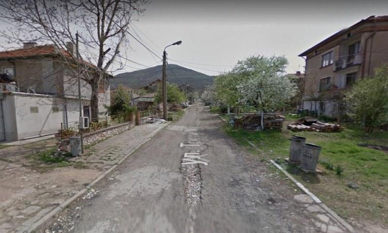 Как с ремонт на две улици по 300 м община