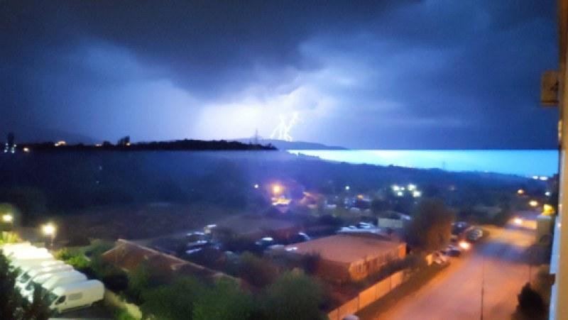 Мощна гръмотевична буря над районите на София и Пловдив