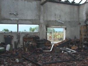 Пожар избухна на метри от газстанция в Пловдивско