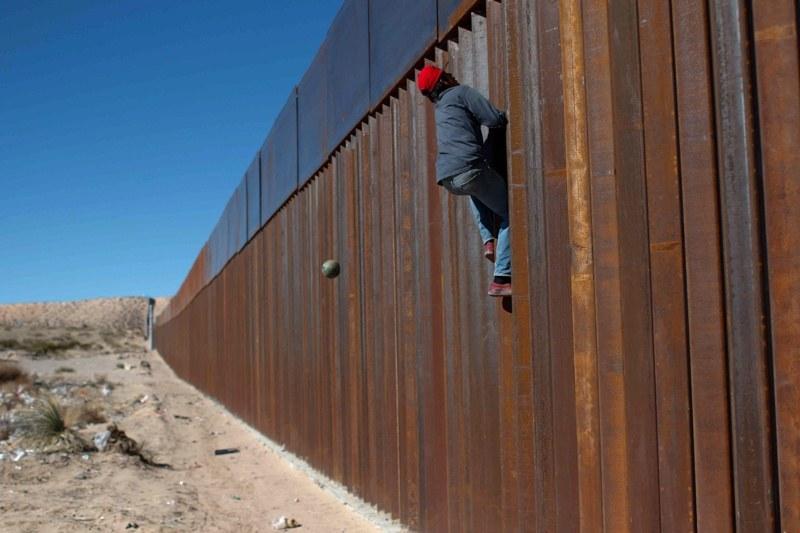 15 хиляди военни от Мексико тръгват към границата със САЩ