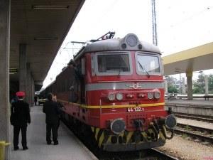 Фас запали влака от морето до София, евакуират пътниците