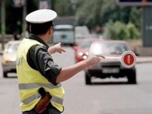 Шофьор отказа да спре за проверка. Блъсна полицай на пътя!