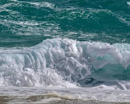 Бургаските спасители: Голяма приливна вълна, постоянно сме на нокти!