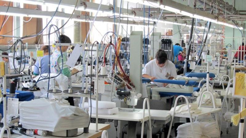 Днес работиш, утре – не. Масово уволнение на шивачки в Търново