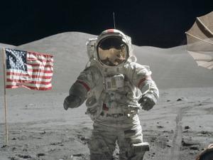За пръв път: НАСА отваря проби от Луната