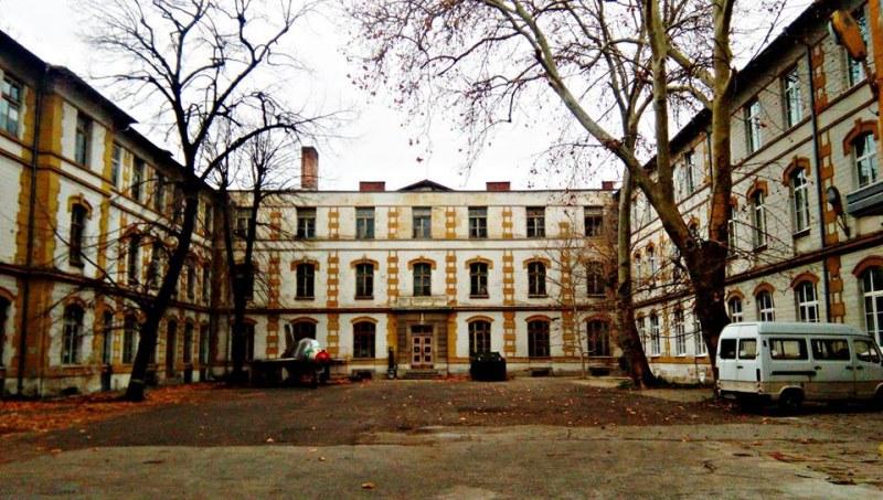 Връщат блясъка на безценна сграда в центъра на Пловдив
