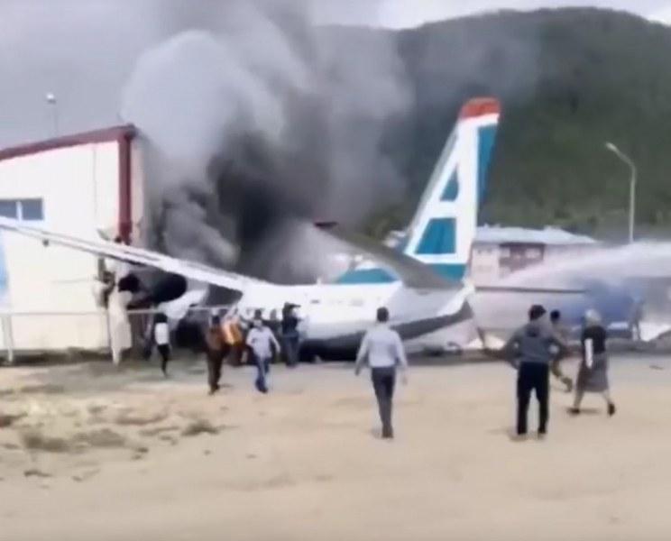 Руски пътнически самолет кацна аварийно, двамата пилоти загинаха