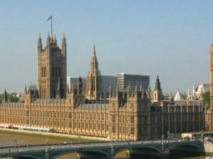 Откриха следи от кокаин в британския парламент