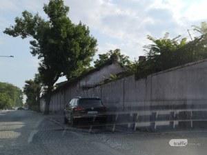 Шофьор на джип не си хареса паркинга, паркира на тротоара в Пловдив