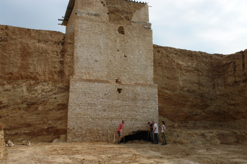 Археолози откриха тунел в Малтепе, изкопан от иманяри през 16 век, изнасяли съкровища с магарета