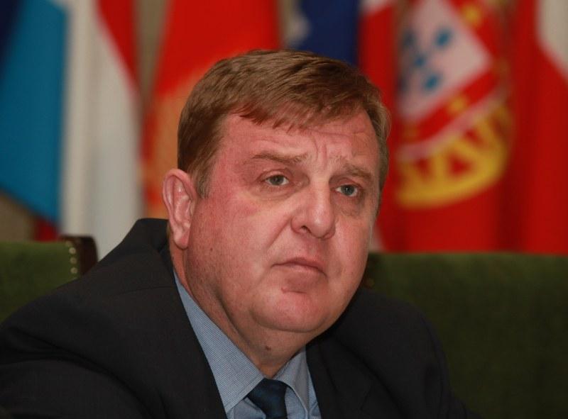Каракачанов: Парите за ремонта на самолетите Су-25 вече са преведени