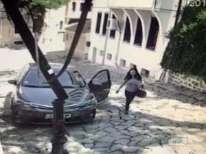 ВИДЕО закова пишман-шофьорка! Събори стълб в Пловдив и си тръгна