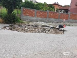 Кратер зейна в пловдивско село след дъждовете