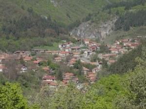 Село Петрич - чист планински въздух и славна история за смърт и свобода