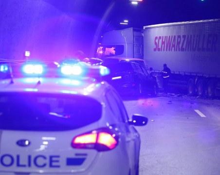 Един човек загина, други двама бяха ранени при тежка катастрофа късно снощи