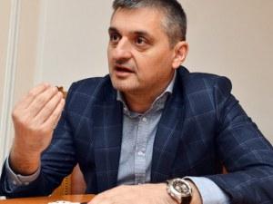 Кирил Добрев пое предизборния щаб на БСП, режат 90 щата на