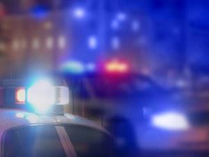 Драматичен опит за арест: Мъж влачи с колата си полицай, удари го в мантинела