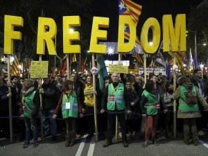 Масови протести вътре и извън сградата на Европейския парламент