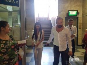 Рончев и Мегз инкогнито в съда, дизайнерката твърди, че половинката й се развежда
