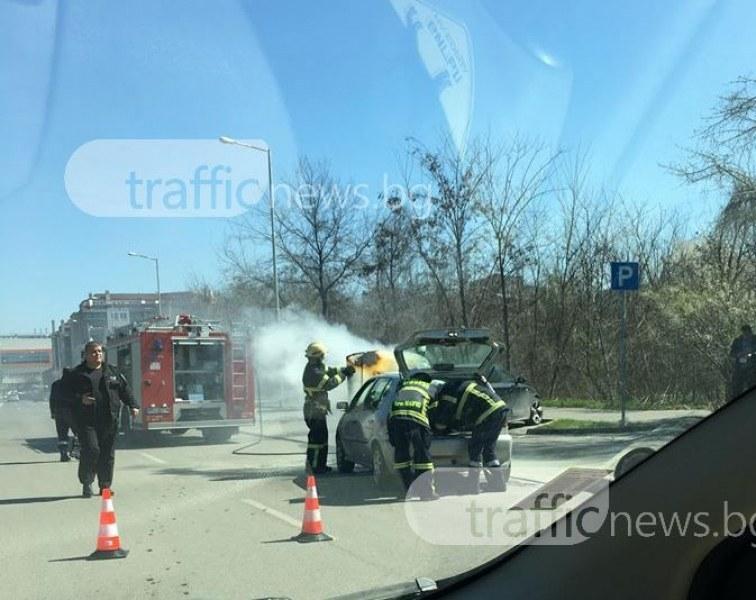 Кола се самозапали в центъра на Пловдив