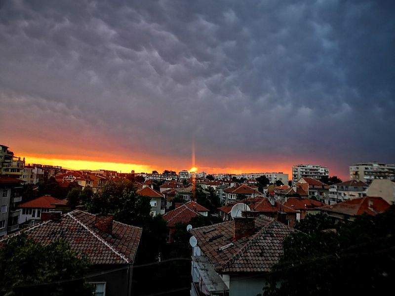 Приказен залез над Пловдив