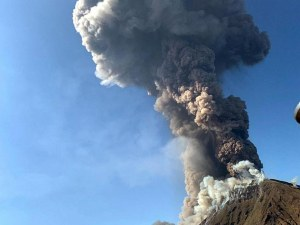 Вулканът на остров Стромболи изригна, погуби турист