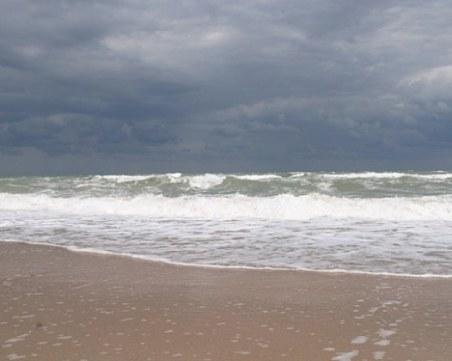 Откриха тялото на мъж в морето край Албена