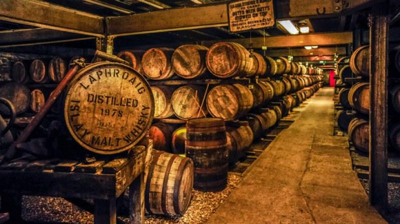 Мълния подпали склад за уиски в САЩ! Изгоряха 45 000 пълни  бъчви