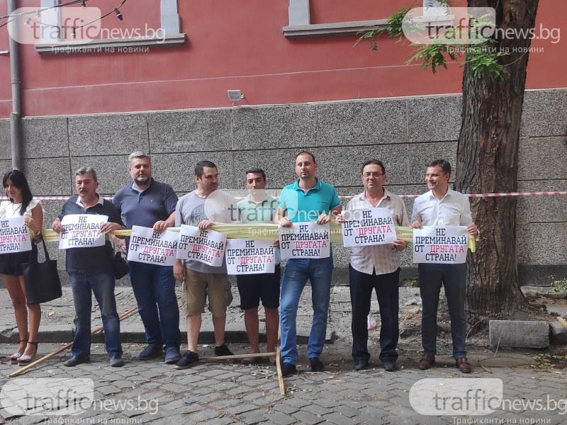 Откриха гей изложбата в Пловдив,срещу нея лозунги -