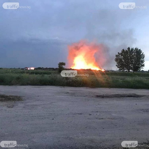 Запали се незаконно сметище край Пловдив! Хората от близкото село: Обгазени сме