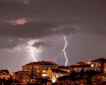 Мощна гръмотевична буря събуди Пловдив