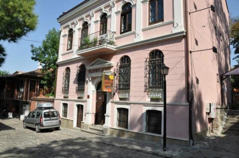 Пускат на търг емблематичен хотел в Стария град, наддаването започва от 2400 лева на месец