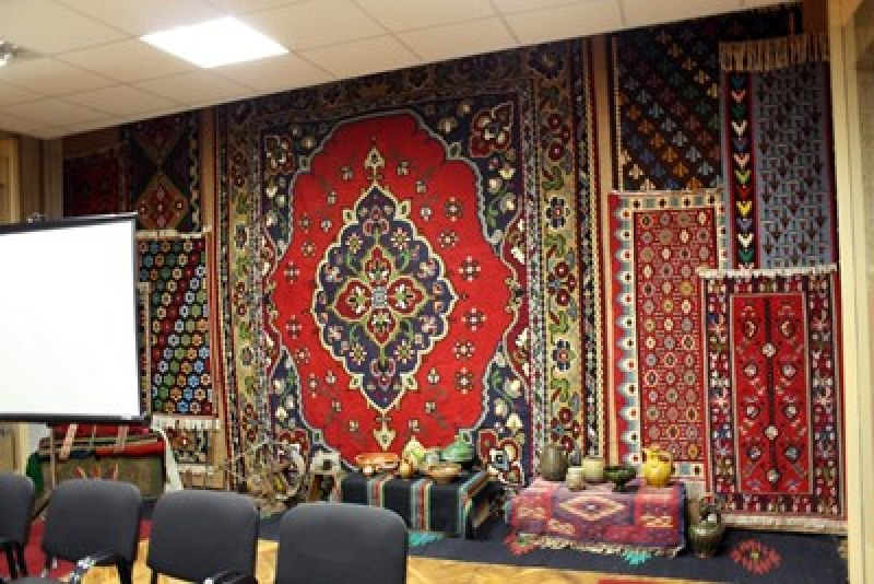Невероятна колекция от 245 старинни български килими пази холандец в Търново