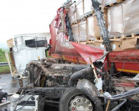 Катастрофа блокира главния път София - Варна