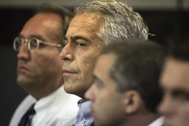 Арестуваха известен богаташ и сексуален престъпник на летището в Ню Йорк