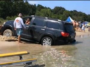 Джип заседна на плаж