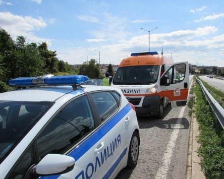 Човек загина при катастрофа между микробус, камион и автобус