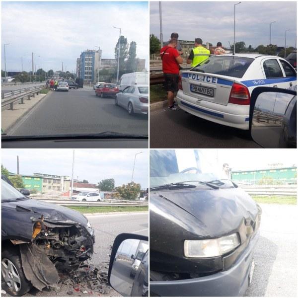 Катастрофа на един от изходите на Пловдив - лек автомобил и микробус са с потрошени предници