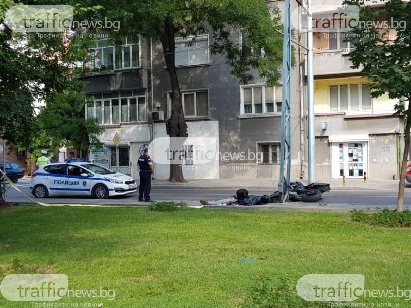 Тежка катастрофа с моторист в Пловдив! 26-годишен младеж загина след удар в стълб