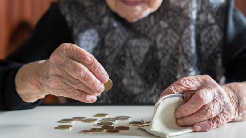 Започва изплащането на по-високи пенсии