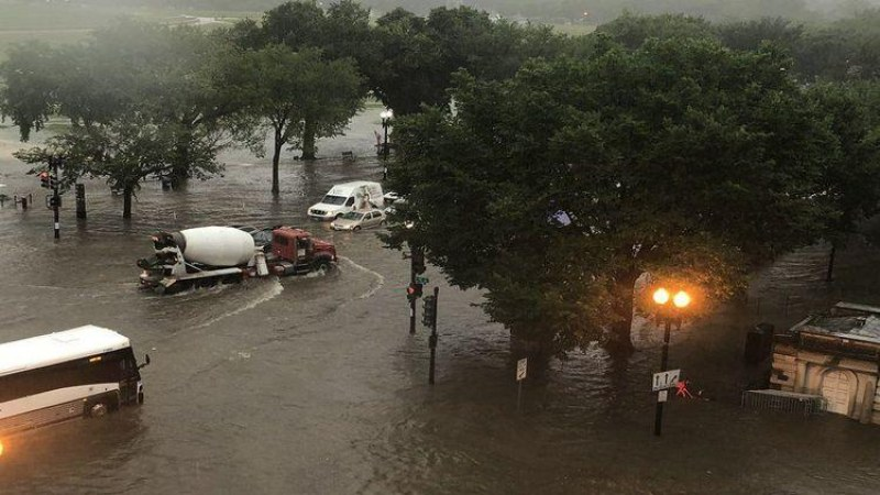 Извънредно положение във Вашингтон! Наводни се Белия дом