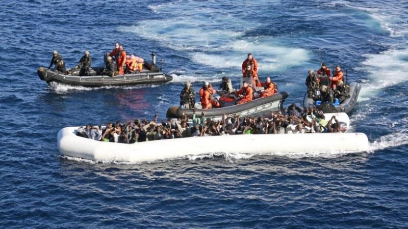 Немски кораб спаси над 40 мигранти в Средиземно море