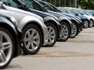 Рисковете за автомобилния сектор потопиха европейските борси