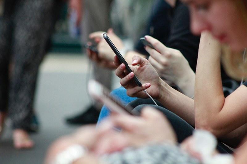 Глобяват с до 400 000 лева мобилни оператори заради скъп роуминг в ЕС