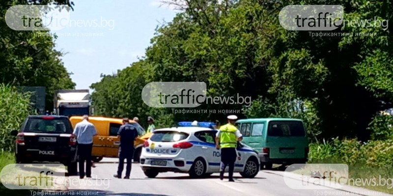 Два буса се удариха челно на Околовръстното на Пловдив! Движението е блокирано