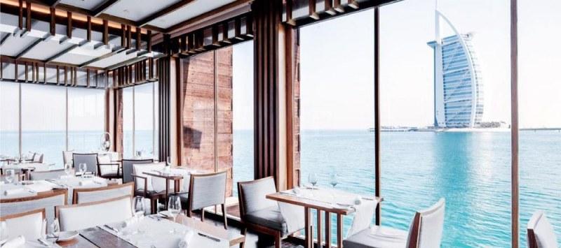 Пускат безплатно разрешително за алкохол на туристите в Дубай